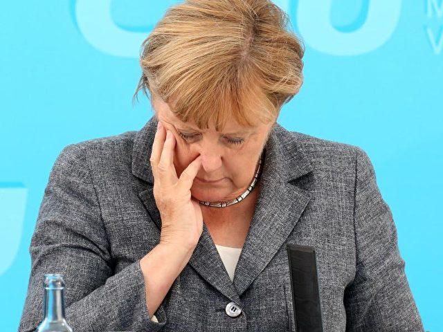 Kanzlerin Angela Merkel weist einen Zusammenhang zwischen der gewachsenen Terrorgefahr und dem Zuzug von Flüchtlingen zurück. Foto: Bernd Wüstneck/dpa