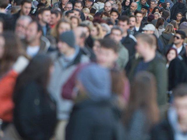 Die Zuwanderung des vergangenen Jahres hat die Bevölkerung in Deutschland auf 82,2 Millionen steigen lassen. Foto: Marijan Murat/dpa
