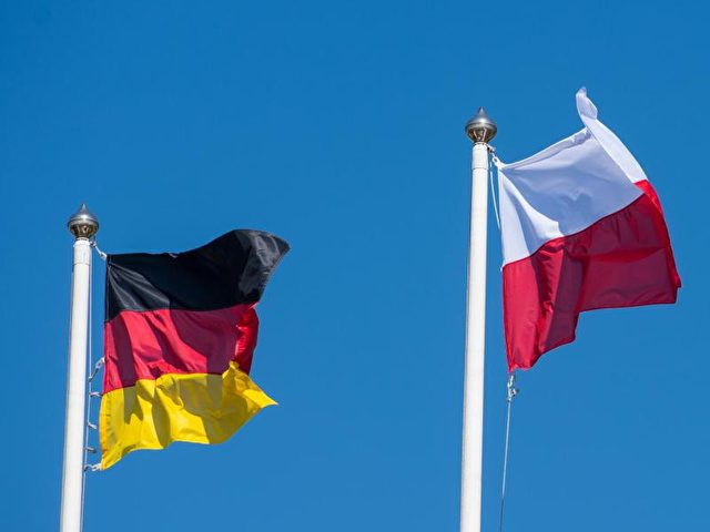 Die Fahnen von Deutschland und Polen. Foto: Patrick Pleul/dpa