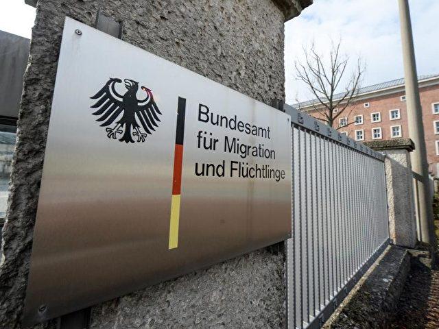 In diesem Jahr werden 300.000 bis 400.000 neue Flüchtlinge in Deutschland erwartet. Foto: Armin Weigel/dpa