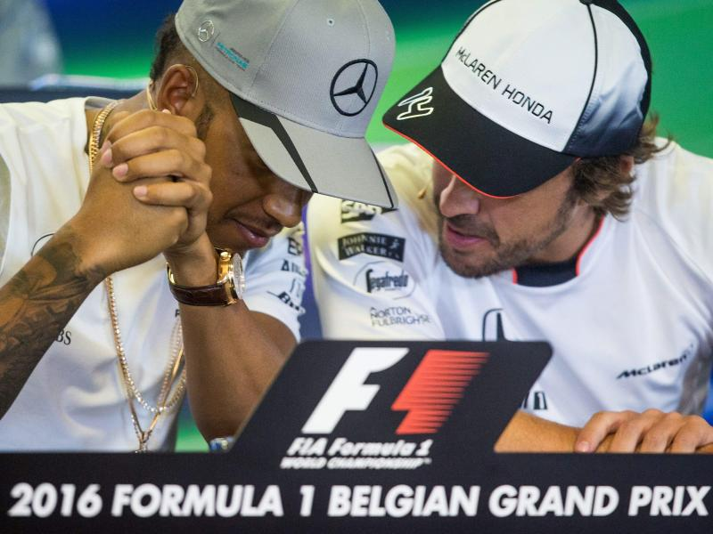 Weltmeister in letzter Startreihe: Hamilton neben Alonso