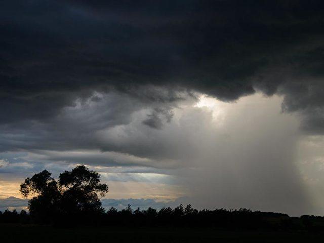 Kräftige Gewitter mit Hagel und schweren Sturmböen lösen Hoch «Gerd» ab. Foto:arifoto UG/dpa