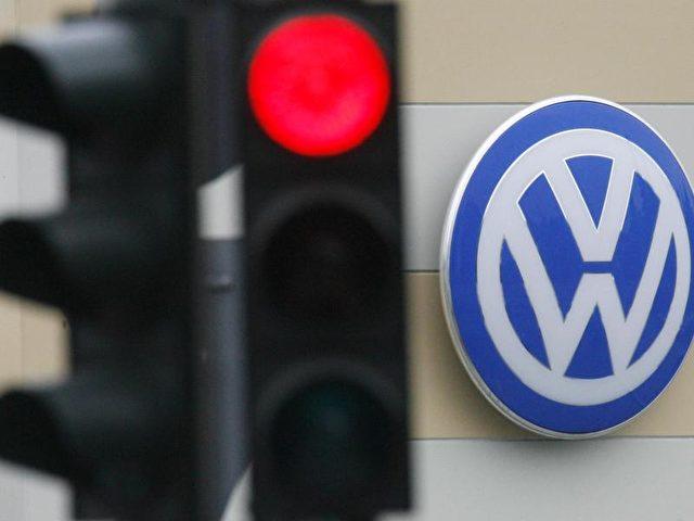 Der VW-Abgasskandal beeinflusst viele VW-Standorte in Deutschland. Wegen massiv einbrechender Gewerbesteuer-Einnahmen erhöhen die Städte ihre Gebühren. Foto: Maurizio Gambarini dpa/Archiv/dpa