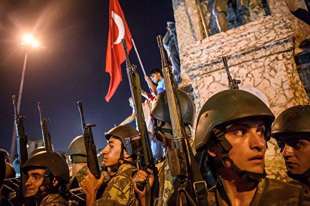 Nach Putschversuch in Istanbul, Türkei. 16. Juni 2016 Foto: OZAN KOSE/AFP/Getty Images