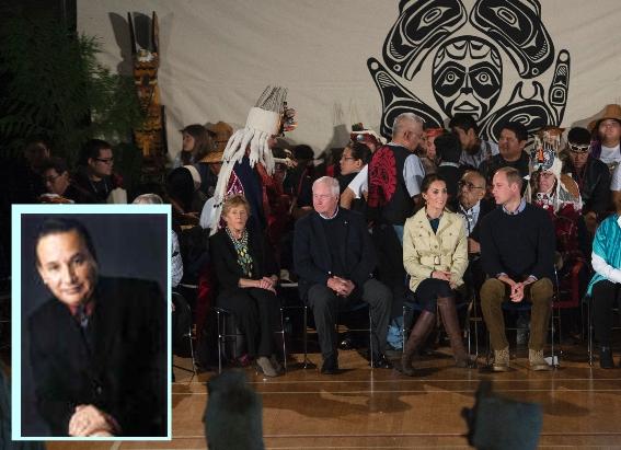 Prinz William und Kate bei einer Zeremonie mit kanadischen Ureinwohnern in Bella Bella, British Columbia am 26. September 2016. Nicht mit dabei: Grand Chief Stewart Phillip (L). Foto: JONATHAN HAYWARD/AFP/Getty Images & ubcic.bc.ca