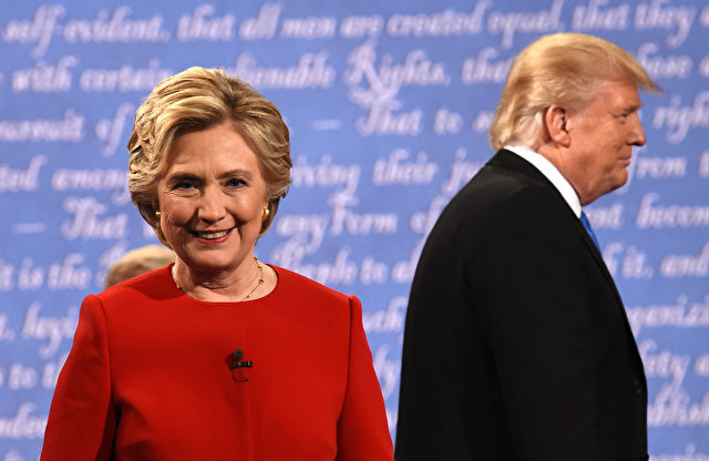 Hillary Clinton und Donald Trump während ihres Wahlkampfes. 26. September 2016, New York. Foto: TIMOTHY A. CLARY/AFP/Getty Images