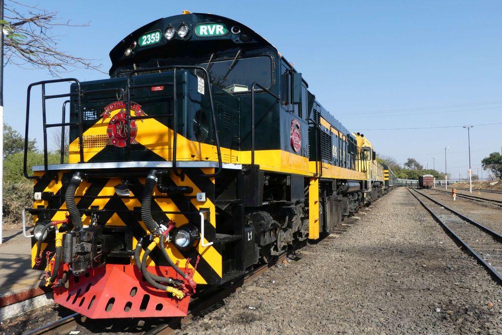 Rovos Rail im Bahnhof von Victoria Falls Foto: Bernd Kregel
