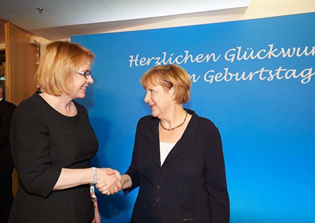 Ein Foto aus einigeren Tagen: Leipziger Bundestagsabgeordnete Bettina Kudla CDU) und Bundeskanzlerin Angela Merkel (CDU) Foto: Bettina Kudla