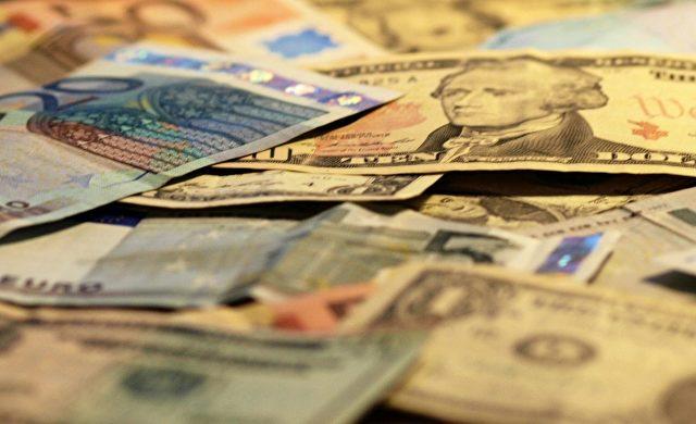 Euro- und Dollarscheine Foto: über dts Nachrichtenagentur