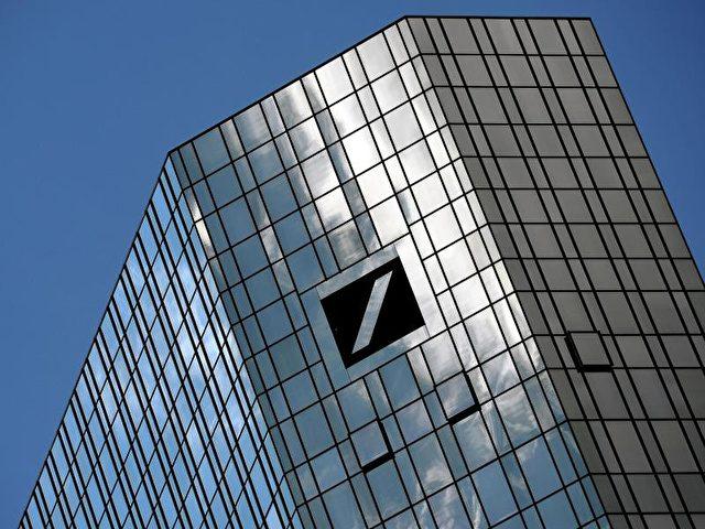 Der Deutschen Bank wird vorgeworfen, mit windigen Geschäften zum Kollaps des US-Häusermarktes im Jahr 2008 beigetragen zu haben. Foto: Andreas Arnold/dpa