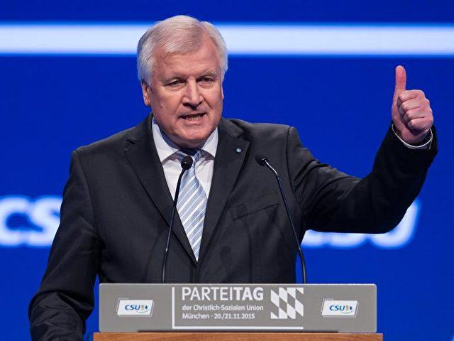 "Seehofer will ""Vertrauen zurückgewinnen. Foto: Peter Kneffel/Archiv/dpa"