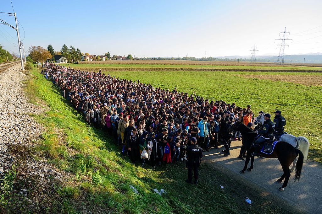 Offener Brief an EU-Vize Timmermans: Unkontrollierte Massenmigration heute – Vergleich mit Ungarn 1956