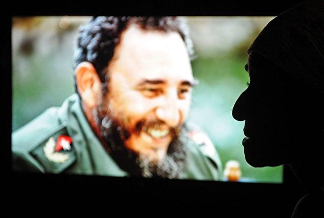 Eine Fotoausstellung des ehemaligen Führer Kubas Fidel Castro in Havanna Foto: YAMIL LAGE/AFP/Getty Images