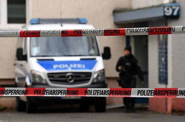 """Polizeiabsperrung in Chemnitz nach dem Fund von """"explosiven Material"""". Der Sprengstoff wurde dem bereits verstorbenen Syrer und Terrorverdächtigen Jaber Albakr zugeschrieben. Foto: HENDRIK SCHMIDT/AFP/Getty Images"""