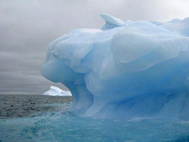 Riesiger Eisberg im nahezu unberührten antarktischen Weddellmeer. Die EU hat einen deutschen Antrag für ein Meeresschutzgebiet in Antarktis bei der Internationalen Kommission zur Erhaltung der lebenden Meeresschätze in der Antarktis eingereicht. Foto: Csic/dpa