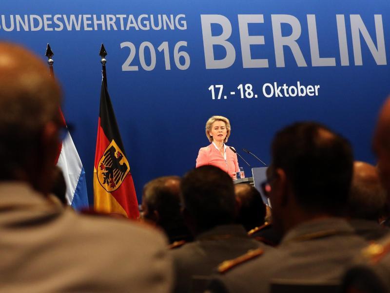 Von der Leyen will nach 2017 Verteidigungsministerin bleiben – Sie gilt auch als möglicher Kanzlerkandidat