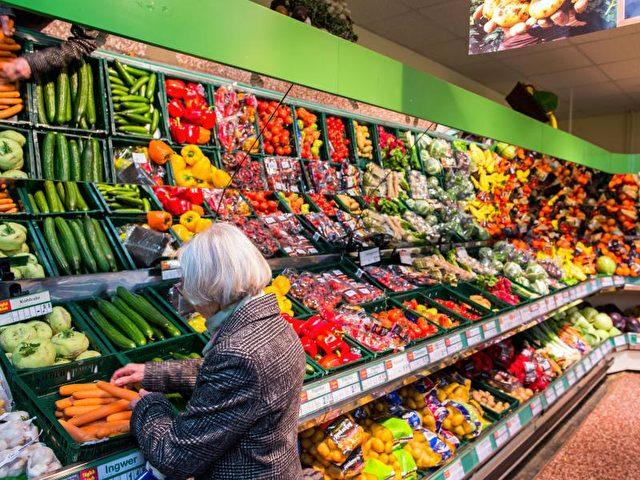 In Deutschland gehen die Menschen gerne im Supermarkt einkaufen. Foto: Jens Büttner/Symbolbild/dpa
