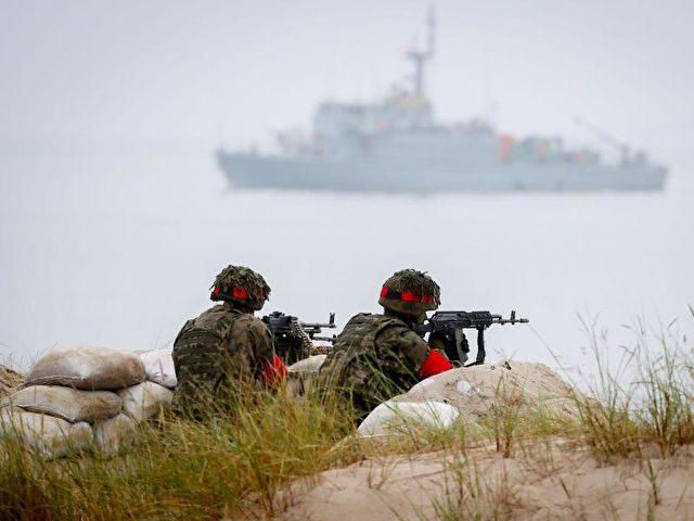 Beobachtungsposten bei einem Nato-Manöver an der polnischen Küste. Foto:Foto: Kay Nietfeld/Archiv/dpa
