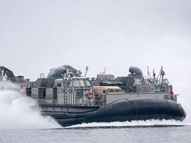 """Auch Luftkissenboote der US-Marine waren beim""""Baltops""""-Manöver im Einsatz. Foto: Kay Nietfeld/Archiv/dpa"""