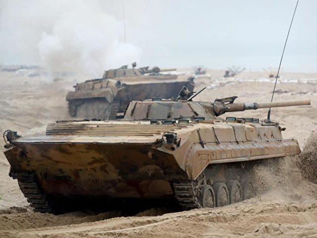 """Ein polnischer Panzer beim Nato-Manöver navy """"Baltops"""". Foto: Kay Nietfeld/Archiv/dpa"""