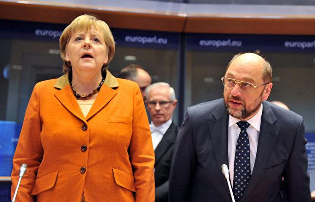 Kanzlerin Angela Merkel und EU-Parlamentspräsident Martin Schulz. Foto: GEORGES GOBET/AFP/Getty Images