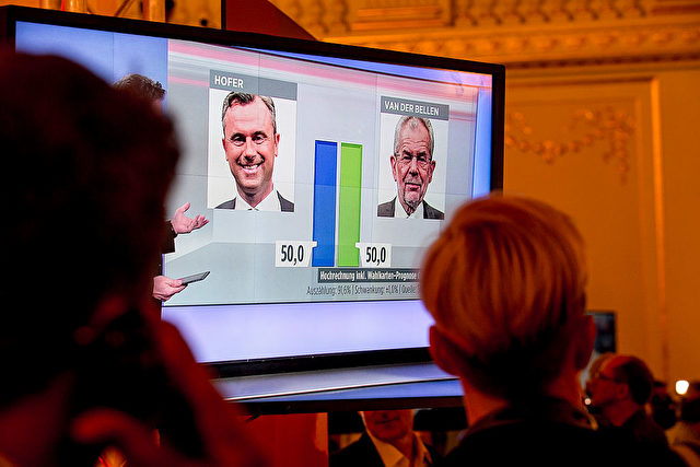 VIENNA, AUSTRIA - MAY 22: Presidential candidate of the Freedom Party (FPOe) Norbert Hofer (L) and Presidential candidate of Green Party, Alexander Van der Bellen (R) attend a TV programme at Governmental TV channel ORF  on May 22, 2016 in Vienna, Austria. (Photo by Jan Hetfleisch/Getty Images)