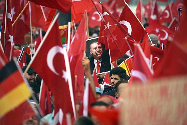 Pro-Erdogan Demonstration in Deutschland. 31. Juli 2016 Foto: HENNING KAISER/AFP/Getty Images