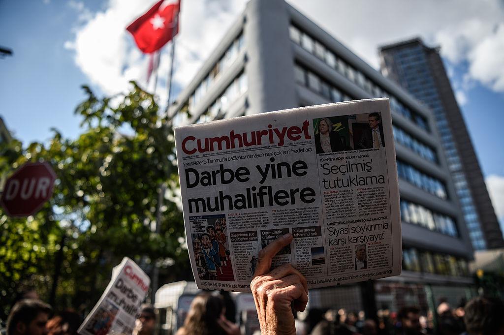 """Kritik ohne Konsequenzen: Washington rüffelt Türkei wegen Drangsalierung der Zeitung """"Cumhuriyet"""""""