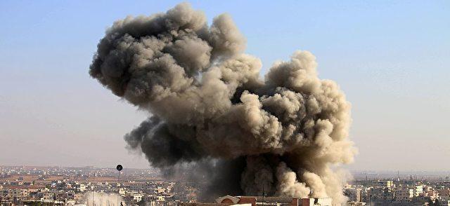 Bombeneinschlag in der syrischen Stadt Daraa. Foto: MOHAMAD ABAZEED/AFP/Getty Images