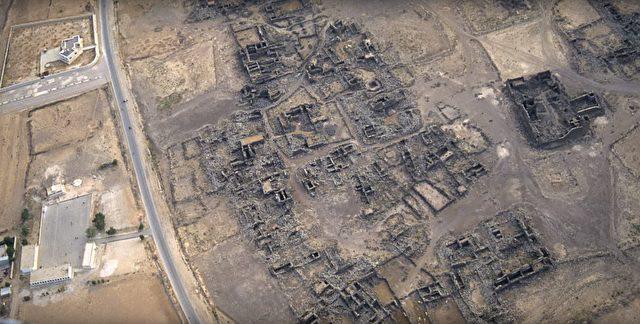 Viele der archäologischen Stätten sind durch den Menschen gefährdet. Wohnsiedlungen, Straßenbau oder Landwirtschaft rücken den den Fundstellen inzwischen bedrohlich nah. Foto: Screenshot/youtube