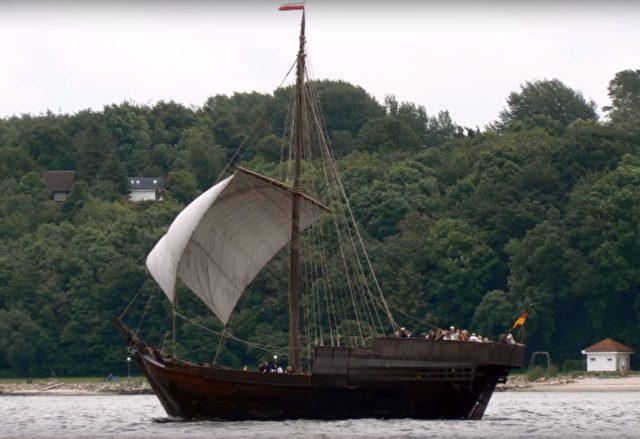 Darstellung eines Mittelalterlichen Schiffs wie es zur Zeit der Nutzung ausgesehen haben könnte. Foto: Screenshot/youtube
