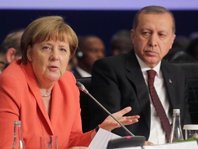 Bundeskanzlerin Angela Merkel (CDU) und der türkische Staatspräsident Recep Tayyip Erdogan. Foto: Michael Kappeler/Archiv/dpa