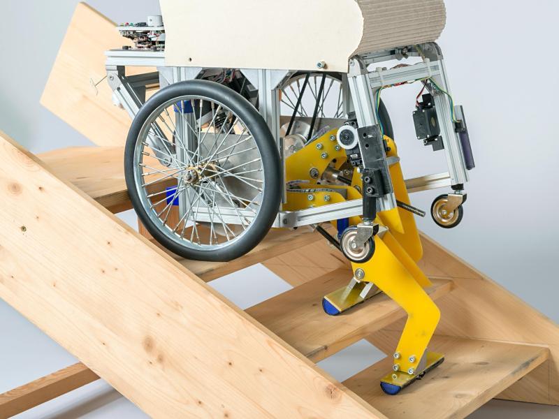 Münchner Forscher entwickeln Rollstuhl zum Treppensteigen