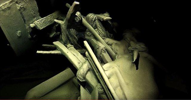 Die 'Blume des Schwarzen Meeres', an dessen Heck Seilrollen und Schnitzereien zu erkennen sind. Der Mangel an Sauerstoff und die ewige Dunkelheit haben die Wracks hervorragend konserviert. Foto: Screenshot/youtube
