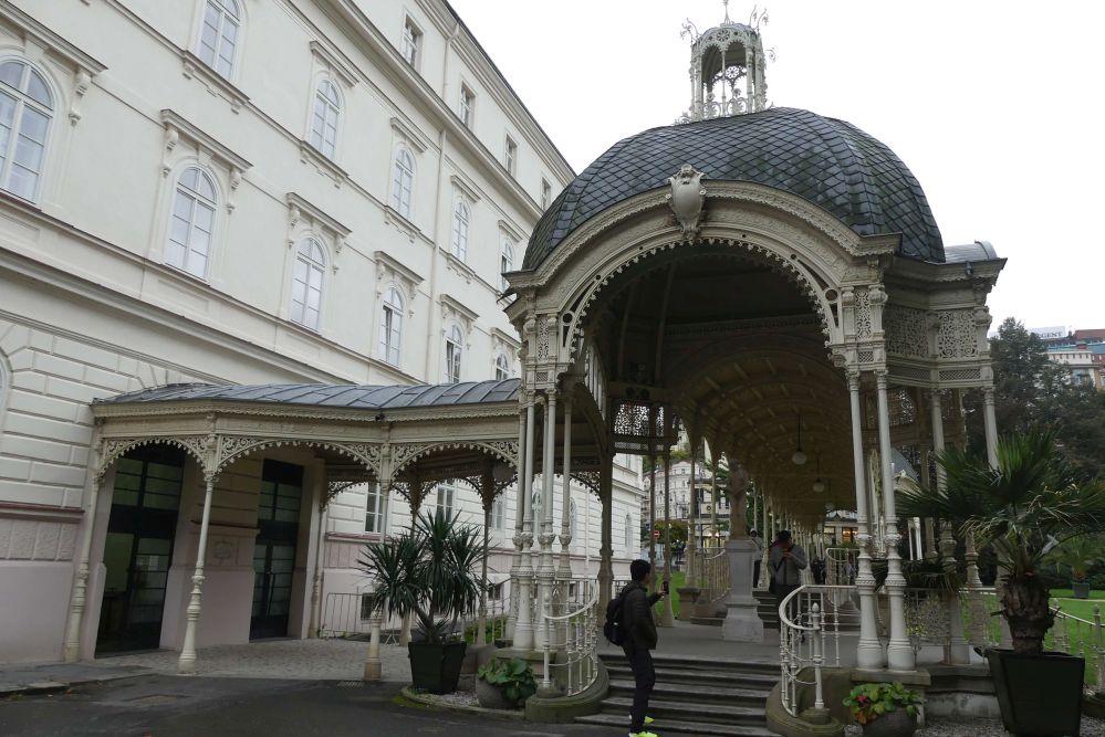 Verspielte Pavillon-Architektur. Foto: Bernd Kregel