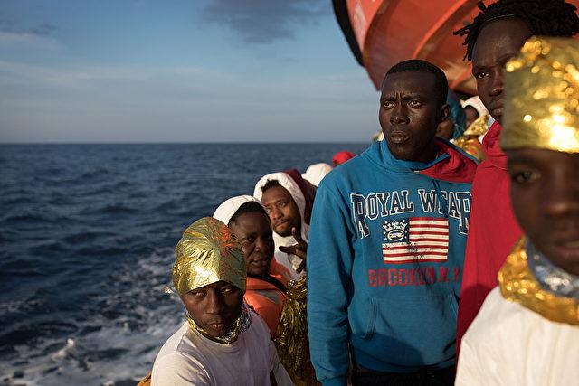 Flüchtlinge aus Afrika auf dem Weg nach Europa. 24. November 2016. Foto: Dan Kitwood/Getty Images