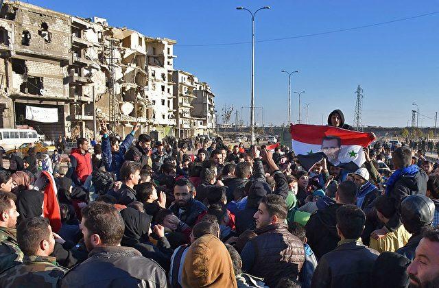 Die Menschen in Ost-Aleppo feiern ihre Befreiung durch die syrische Regierung. 15. Dezember 2016. Foto: GEORGE OURFALIAN/AFP/Getty Images