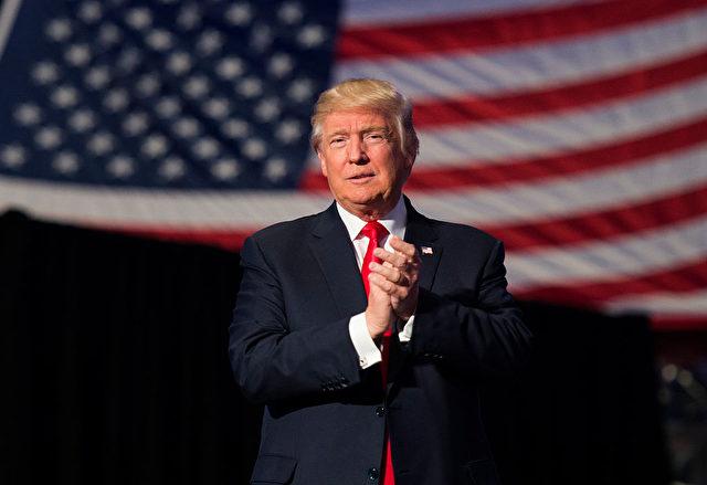 """Donald Trump nach seinem Wahlsieg zum US-Präsidenten auf der """"Thank You Tour 2016"""". 15. Dezember 2016. Foto: DON EMMERT/AFP/Getty Images"""