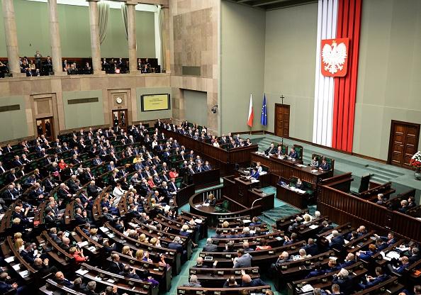 Polens Senat stimmt gegen umstrittenes Mediengesetz