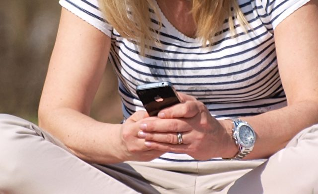 Smartphone-Nutzerin Foto: über dts Nachrichtenagentur