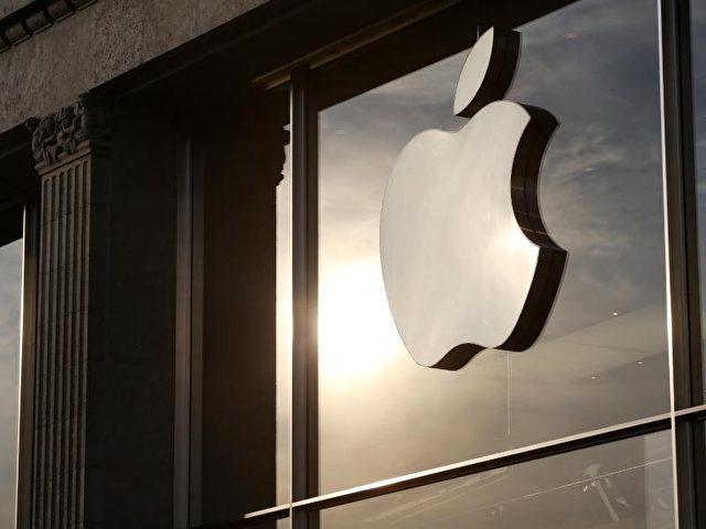 Das Apple-Logo an einem Apple-Store in Hamburg. Foto: Bodo Marks/Illustration/dpa