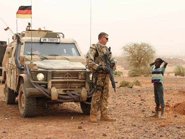 Patrouille in Gao:Ein Bundeswehrsoldat im Mali-Einsatz der Vereinten Nationen. Foto: Kristin Palitza/dpa