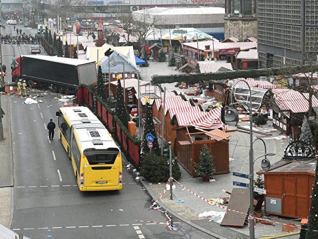 Mindestens zwölf Menschen starben, rund 50 weitere wurden teils lebensgefährlich verletzt. Foto: Rainer Jensen/dpa
