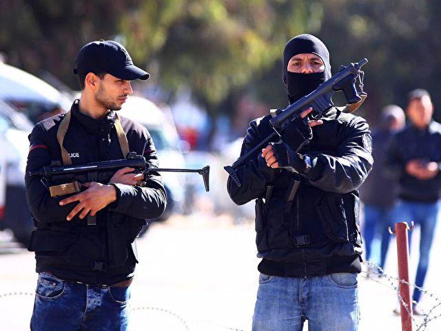 Tunesien wird immer wieder von terroristischen Gewalttaten erschüttert. Jetzt protestieren die Menschen dagegen, abgeschobene tunesische mutmaßliche Extremisten wieder aufzunehmen. Foto: str/dpa