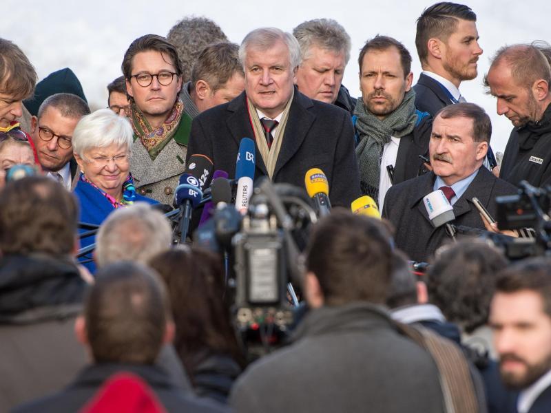 Seehofer pocht auf CSU-Klausur erneut auf Flüchtlingsobergrenze – Fordert von Union Klarheit