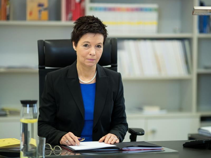 Neue BAMF-Chefin: Werden Kritik an Asylverfahren prüfen