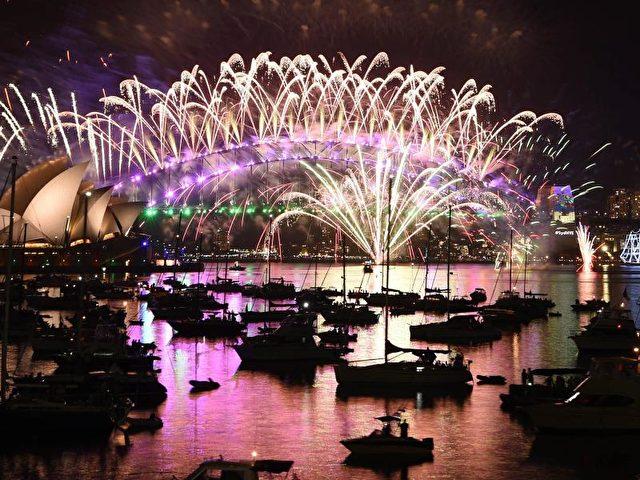 Spektakuläres Feuerwerk in Sydney läutet neues Jahr in Australien ...