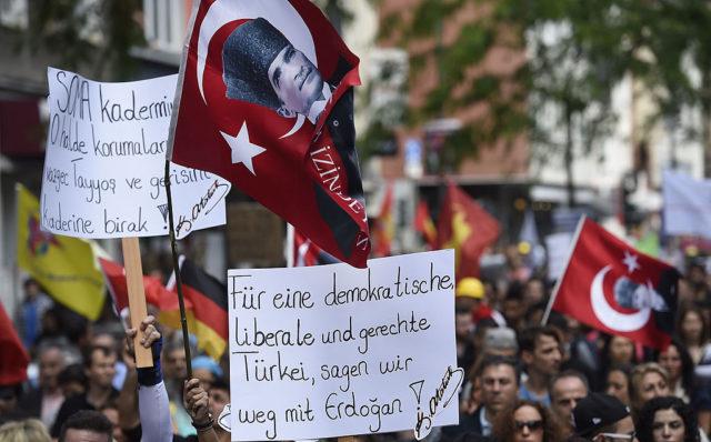Anti-Erdogan-Protest in Deutschland. (Symbolbild) 24. Mai 2014. Foto: Alexander Koerner/Getty Images