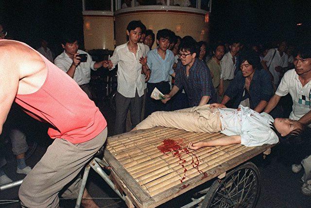 Das Tiananmen-Square Massaker forderte Hunderte - wenn nicht Tausende - Tote. 4. Juni 1989 auf dem Platz des Himmlischen Friedens in Peking, China. Foto: MANUEL CENETA/AFP/Getty Images