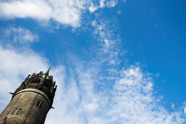 Kirchturm. Foto: ODD ANDERSEN/AFP/Getty Images